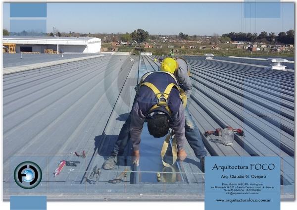 Reparaciones en techos por filtraciones en naves industriales en Moreno, zona oeste