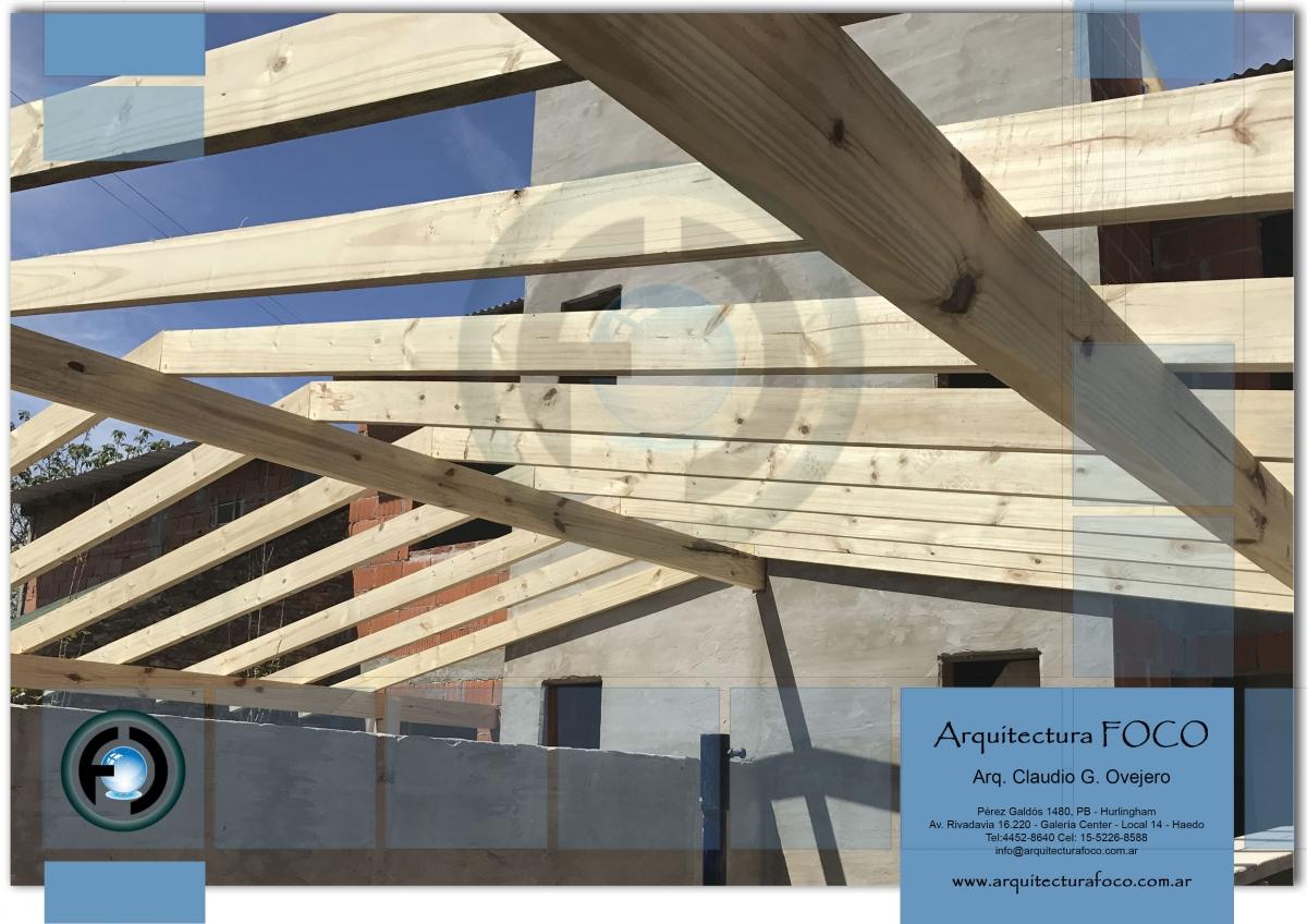 Techo de madera en San Antonio de padua, Buenos Aires, Argentina.